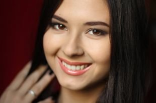 Нежный макияж, макияж на последний звонок для брюнеток с карими глазами
