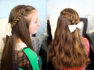 Светло каштановый цвет волос, красивые прически с косами на основе распущенных волос