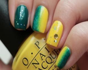 Зеленый маникюр, желто-зеленый градиентный маникюр