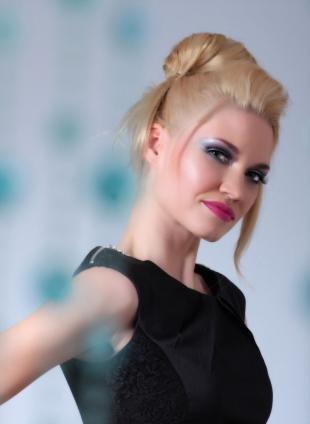 Макияж на выпускной для серых глаз, макияж для блондинок с голубыми тенями и розовой помадой
