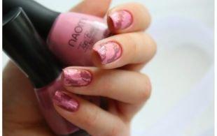 Абстрактные рисунки на ногтях, водный маникюр в розовых тонах