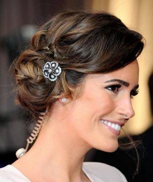 Модные женские прически, великолепная прическа на средние волосы