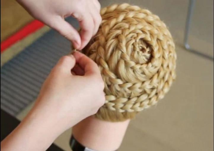 Прическа с плетением «Улитка»